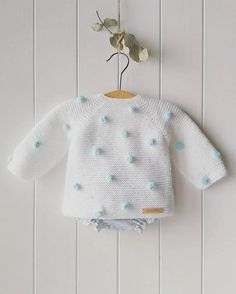 Baby knitting pattern, # Bebecakes, Source by Knit Baby Dress, Knitted Baby Cardigan, Knit Baby Sweaters, Knitted Baby Clothes, Baby Knitting Patterns, Baby Dress Patterns, Knitting For Kids, Crochet Patterns, Cardigan Bebe