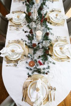 Thanksgiving to Christmas - Fashionable Hostess - Holiday Entertaining Christmas Dining Table, Christmas Tabletop, Christmas Table Settings, Christmas Tablescapes, Holiday Tables, Thanksgiving Centerpieces, Fall Table, Thanksgiving Table, Elegant Christmas