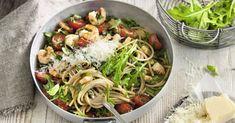 Nudeln machen glücklich! Erst recht in unserer feinen Low-Carb-Variante mit Kirschtomaten, Rucola und Shrimps.