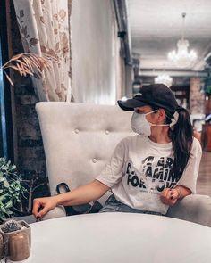 Gas Mask Girl, Respirator Mask, Degas, Jennifer Aniston, Kim Kardashian, Mascara, Outfits, Masks, Mascaras