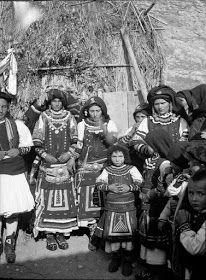 ΠΟΡΤΡΑΙΤΑ ΣΑΡΑΚΑΤΣΑΝΑΙΩΝ Greece Photography, Across The Border, Greeks, Bulgarian, Macedonia, Old Photos, Costume, Summer, Old Pictures