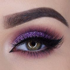 This is so pretty, I love the color so much. The glitter makes pop even more:)