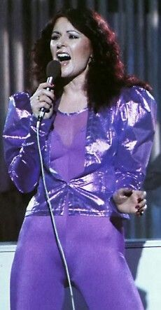 ABBA - Frida glitters in disco spandex and shiny short jacket! Frida Abba, Tv Girls, Mature Fashion, Sexy Older Women, Popular Music, Glam Rock, Female Singers, Celebs, Celebrities