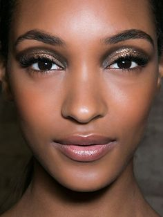 The Classy Girl's Guide to Glittery Party #Makeup: Makeup: Shimmering #SmokyEyes