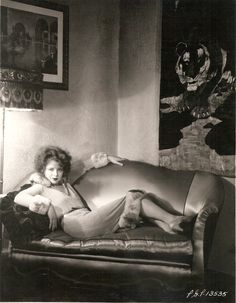 """Clara Bow Archive - """"[Schulberg] told her her Brooklyn accent was awful, but it really wasn't at all. Of course, yo - Vintage Hollywood, Classic Hollywood, Vintage Glamour, Vintage Beauty, Vintage Style, Vintage Photographs, Vintage Photos, Claires Bows, 1920s Aesthetic"""