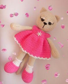 Кошечка в платье.