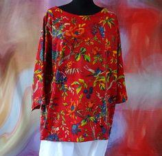 Top T-shirt large femme en jersey rouge à fleurs imprimé Oiseau de paradis : T-Shirt, debardeurs par akkacreation