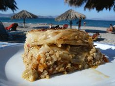 Vegetable pastitsio with cabbage. Greece Food, Group Meals, Greek Recipes, No Cook Meals, Bon Appetit, Good Food, Appetizers, Vegetarian, Favorite Recipes