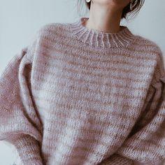 Ravelry: Nina sweater pattern by Gregoria Fibers Knitting Kits, Sweater Knitting Patterns, Knit Patterns, Knitting Ideas, Loose Knit Sweaters, Red Turtleneck, Lana, Knit Crochet, Knitwear