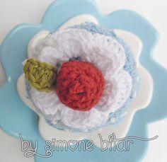 <3  Cupcake Blueberry...Hummmmmmm Mais uma encomendinha concluída. Ainda da tempo de encomendar para dar de presente:  recanto.loja2.com.br  E no Blog você fica sabendo mais sobre ele: http://recantodasborboletas-simoninha.blogspot.com.br/