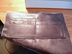 Toriska Bags & Crafts: Tutorial: How to add credit card slots to a clutch...