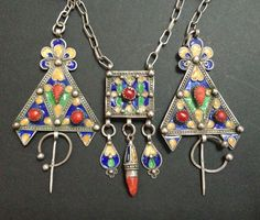 "A vintage Kabyle enamelled Fibula set of 3 pieces on silver chain from Algeria. Fibulas were worn by Berber women and pinned at the shoulder to hold up garments.  This piece is estimated to be 25-30 years old.The length of the piece is 18.5"" / 47cm Fibula: 83mm x 43mm (including fibula bail and end pin) Box Pendant: 25mm x 25mm x 6mm + dangles l..."