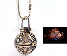 Medaillonketten - Kette * nachtleuchtend L51 - ein Designerstück von tinas_schmucktruhe bei DaWanda