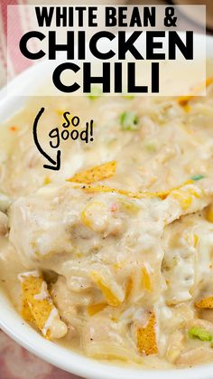 You don't want to miss this family favorite White Chicken Chili recipe- it is loaded with beans, chicken tex-mex flavors and tons of creamy goodness! It is soo good and really easy to make too! Easy Skillet Meals, Skillet Recipes, Slow Cooker Recipes, Cooking Recipes, Easy Dinner Recipes, Delicious Recipes, Holiday Recipes, Yummy Food, Tasty