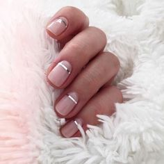 Pretty blush pink nude nails with a metallic silver accent stripe. Pretty pink and metallic nail art. Pretty blush pink nude nails with a metallic silver accent stripe. Pretty pink and metallic nail art. Nail Color Trends, Nail Colors, Color Nails, Gel Nails Shape, Nail Trends 2018, Metallic Nails, Glitter Nails, Silver Glitter, Sparkle Nails