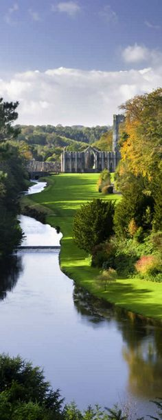 Fountains Abbey, Yorkshire, UK Yorkshire England, Yorkshire Dales, North Yorkshire, England Ireland, England Uk, Beautiful Places To Visit, Places To See, Famous Places, English Countryside
