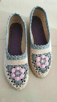 How to Crochet into a BLO Round - Crochet Knitting Crochet Sandals, Crochet Shoes, Cute Crochet, Crochet Socks Pattern, Shoe Pattern, Crochet Patterns, Knitting Patterns, Knit Shoes, Knitted Slippers