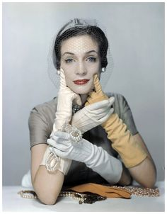 erwin blumenfeld photographing for vogue in 1950 multi taking, vicki archer