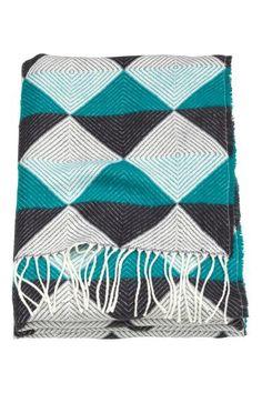 Jacquard-knit blanket: Soft jacquard-knit blanket with fringes along the short sides.