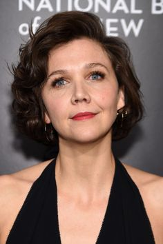Maggie Gyllenhaal Curled Out Bob - Maggie Gyllenhaal went classic and cute with this curled-out bob at the National Board of Review Gala.