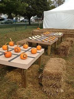50 Unique Rustic Fall Wedding Ideas - Wedding Games, Pumpkin Tic Tack Toe and Checkers #OctoberWeddingIdeas