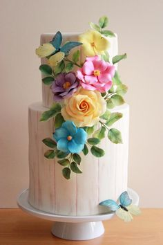 Wood grain fondant cake with sugar flowers and butterflies // Cake Wrecks - Home - Sunday Sweets Springs In Fondant Flowers, Sugar Flowers, Gorgeous Cakes, Pretty Cakes, Cupcakes, Cupcake Cakes, New Birthday Cake, Butterfly Cakes, Flower Cakes