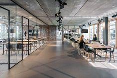 42 Relaxing Modern Office Space Design Ideas – Office & Workspace – – Home Office Design İdeas Bureau Open Space, Open Space Office, Office Space Design, Modern Office Design, Workspace Design, Office Workspace, Office Interior Design, Office Interiors, Office Designs