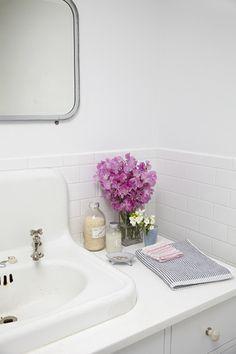 Como dar um up em seu banheiro? Exponha flores