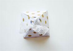 DIY Pyramid Gift Box {Plus Free Printables} #DIY #lblogger #lifestyleblogger #lifestyleblog #crafts #DIYblogger #Christmas