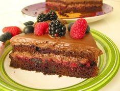 Jednoducha torta s ovocim a parizskou slahackou, dessert mit Parisere Schlagsahne
