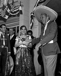Walt Disney celebrates Mexico at Disneyland . 1963 .