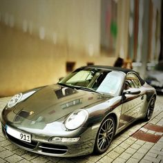 Chrome Porsche 911 Carrera 4S