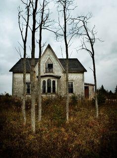 Ein altes Haus ist wie eine alte Seele . Es nimmt neues auf , aber alte Geschichten vergisst es nie