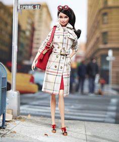 """México.D,F.- Recientemente se dio a conocer que la marca de ropa y accesorios Coach lanzó una barbie que tiene accesorios """"fashion"""", sin duda buena estrategia de los juguetes para recuperar el merc..."""
