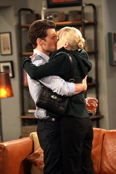 Pin for Later: The Sexiest TV Moments of 2014 Mom Christy (Anna Faris) dates the hard-partying David (Nick Zano) briefly.