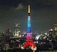 東京タワー、六本木ヒルズ開業10周年を祝い7色に輝くライトアップを実施