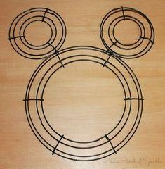 Add A Pinch Of Sparkle: Minnie Mouse Wreath: Tutorial<~~~ I thought it was Gallifreyan. Mickey Mouse Wreath, Minnie Mouse, Disney Crafts, Disney Diy, Deco Mesh Wreaths, Burlap Wreaths, Ribbon Wreaths, Yarn Wreaths, Fabric Wreath