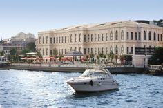 Le Four Seasons Istanbul Bosphore, à une demi-heure à peine de l'aéroport international, est l'ancien palais ottoman Atik Pacha au bord du...