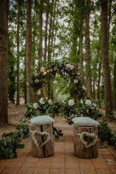 Lovely white floral arrangements for outdoor wedding ceremony Wedding Destination, Wedding Blog, Wedding Hair, Wedding In The Woods, Forest Wedding, Bridal Shower Rustic, Rustic Wedding, Elegant Wedding, Floral Wedding