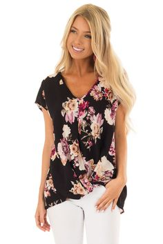 2a6379f6349c81 Lime Lush Boutique - Black Floral Print Short Sleeve Top with Front Twist  Detail