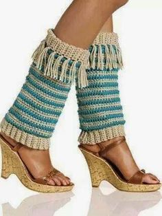 Fringed Leg Warmers/boot cuffs I designed to be published in Crochet! Magazine back in Sept of so if you have that issue you… Crochet Boot Cuffs, Crochet Leg Warmers, Crochet Boots, Crochet Slippers, Crochet Clothes, Arm Warmers, Free Crochet, Knit Crochet, Crochet Woman