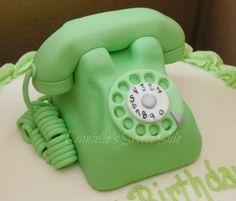 Retro Rotary Phone Cake Topper - Cake by DaniellesSweetSide