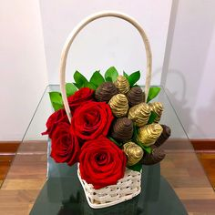 Edible Fruit Arrangements, Edible Bouquets, Valentine Bouquet, Valentines Gift Box, Chocolate Strawberries, Chocolate Covered Strawberries, Fruit Creations, Flower Box Gift, Strawberry Decorations