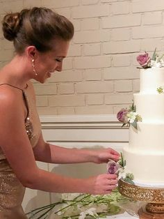 Photo of Chelsey White adding fresh flowers to a wedding cake Stacking A Wedding Cake, Wedding Cake Boxes, Fall Wedding Cakes, Elegant Wedding Cakes, Wedding Cake Designs, Wedding Cupcakes, Wedding Ideas, How To Stack Cakes, How To Make Cake