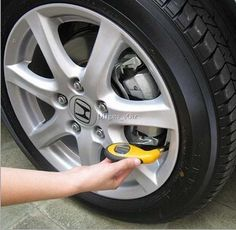 2015 LCD Display Digital Tire Pressure Gauge Portable TPRS Tire Pressure Monitoring Tools PSI/BAR/KPA for Car Universal Yellow MOQ 20 PCS