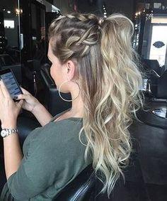 Elegant Half Up Half Down Hairstyles for Girls Hoher Pferdeschwanz - Half Up Half Down Frisuren. Ball Hairstyles, Homecoming Hairstyles, Formal Hairstyles, Ponytail Hairstyles, Hairstyle Ideas, Wedding Hairstyles, Half Up Hairstyles Easy, Dinner Hairstyles, Easy Hairstyle