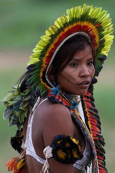 Brazil | A young Rikbakisa Indian woman, At the Indigenous Games on the island of Porto Real in the city of Porto Nacional |  © Eraldo Peres for AP