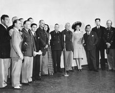 Hedy Lamarr, Ginny Simms, Edward G. Robinson (and some unidentifiable people) posing with soldiers