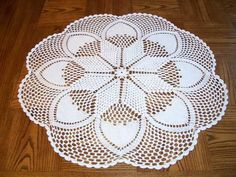 Glückstal 8-Point Sunflower Table Topper (28-inch Diameter) with Bee-Hive and Basket Surround - Unknown creator    Replication Crochet by Connie Dahlke