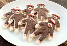 ridiculously cute sock monkey cookies that actually look manageable. would make a GREAT whimsical adult Christmas cookie in a spicy gingerbread or pfeffernüsse Monkey Cookies, Cute Cookies, Cupcake Cookies, Sugar Cookies, Sock Monkey Cupcakes, Sock Monkey Party, Sock Monkey Birthday, Cookie Desserts, Just Desserts